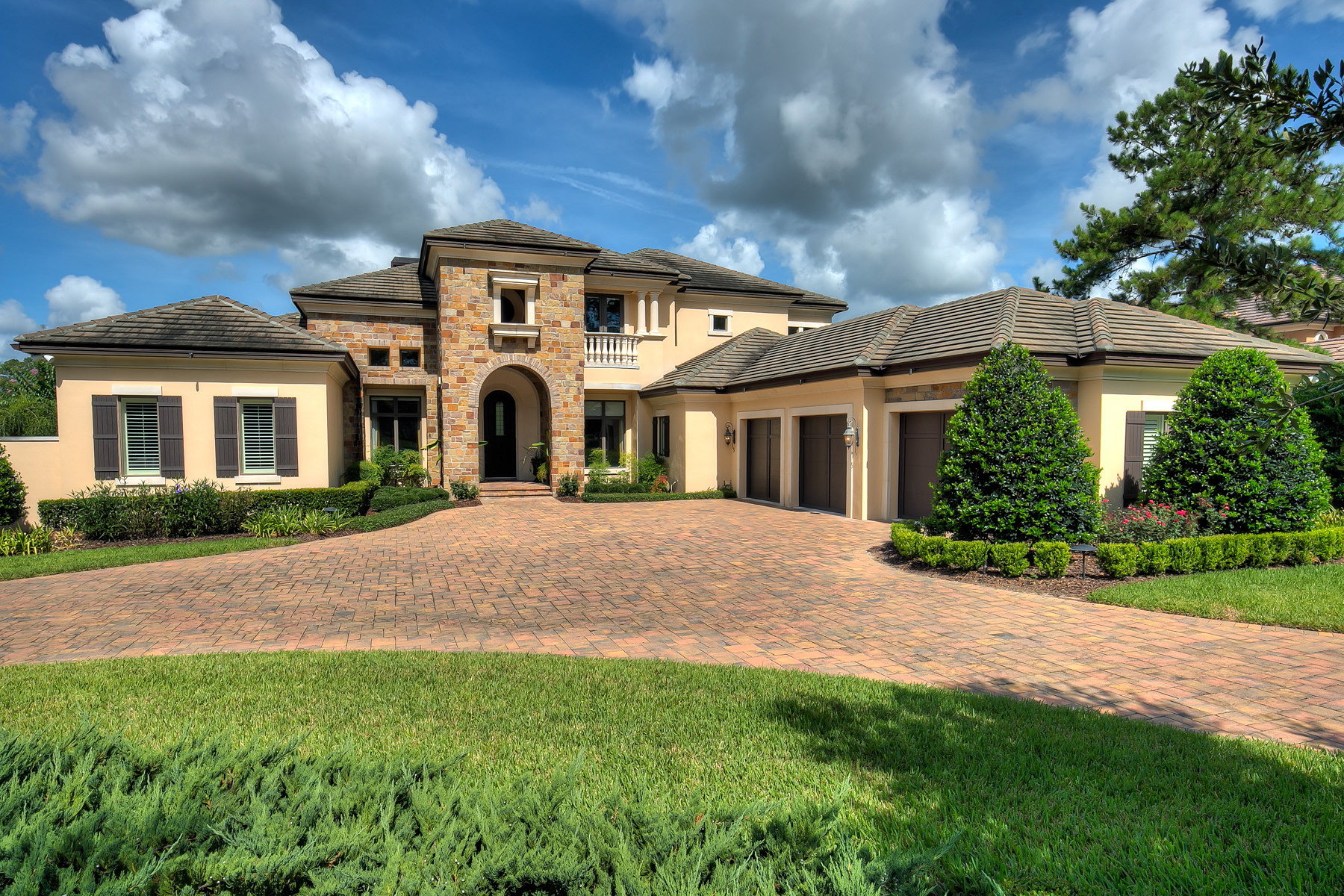 6900 sq ft Ocala Luxury Home - OHP4281